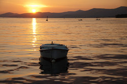 Boat-in-the-sunset-2_1