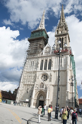 Zagreb%20cathedral%20and%20tourists